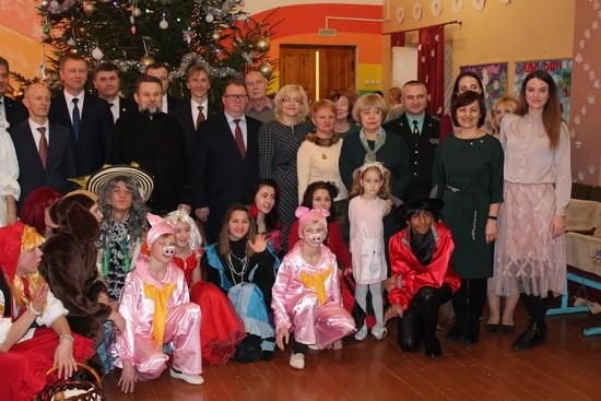 Сотрудники Комитета государственного контроля Витебской области поздравили воспитанников и преподавателей Сенненской школы-интерната с наступающими праздниками