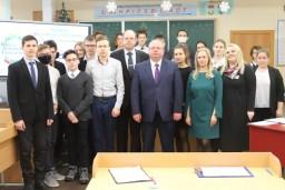 Василий Герасимов пообщался с учащимися минской гимназии во время открытого урока, посвященного Году малой Родины