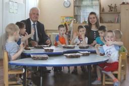 Работники Комитета госконтроля посетили подшефных воспитанников Ждановичского детского дома
