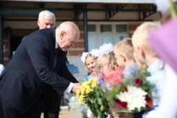 Леонид Анфимов в День знаний посетил Дуниловичскую ясли-сад – среднюю школу Поставского района