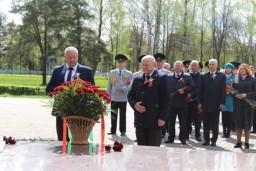 Леонид Анфимов возложил цветы к монументу в честь матери-патриотки А.Ф.Куприяновой в Жодино