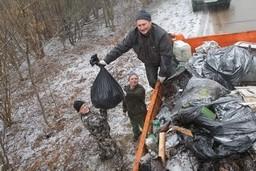 Работники Комитета государственного контроля Витебской области в рамках республиканской добровольной акции «Неделя леса» провели работы по уборке государственного лесного фонда ГЛХУ «Витебский лесхоз»