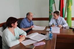 Первый заместитель председателя Комитета государственного контроля Витебской области В.В.Годяцкий провел «прямую линию» и прием граждан в Россонском райисполкоме.