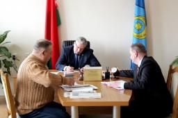 Заместитель председателя КГК Могилевской области Алексей Игликов провел «прямую телефонную линию» и выездной прием граждан в Круглянском райисполкоме